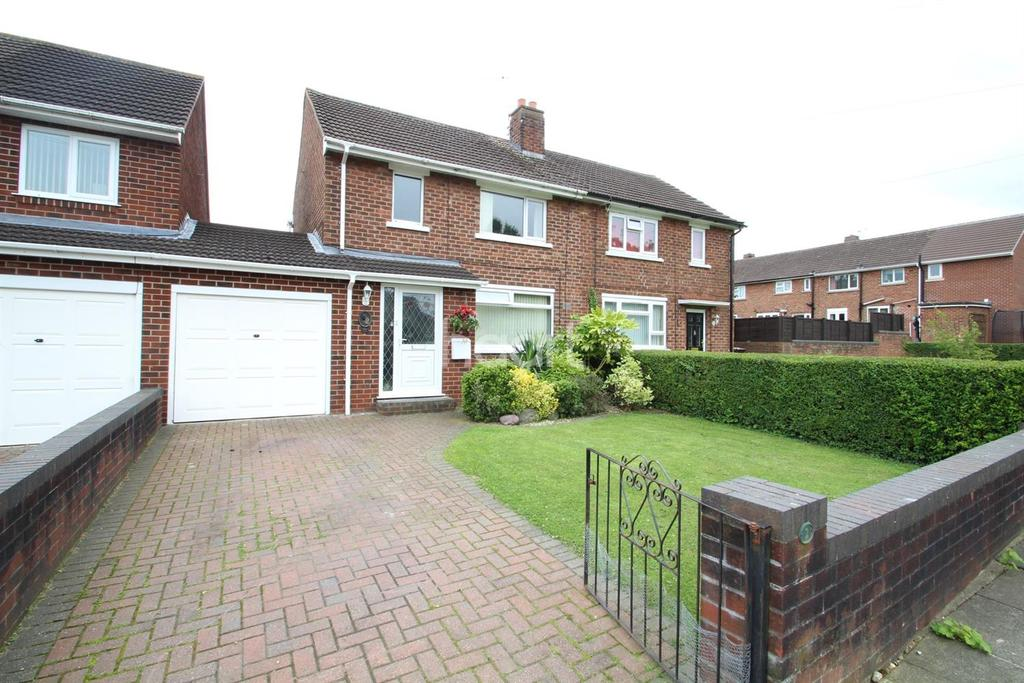2 Bedrooms Semi Detached House for sale in Roughton Court, Lincoln, LN2