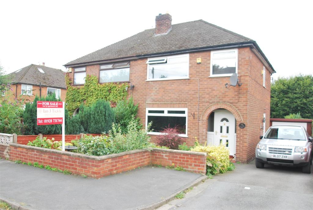 3 Bedrooms Semi Detached House for sale in Meadow Close, Helsby