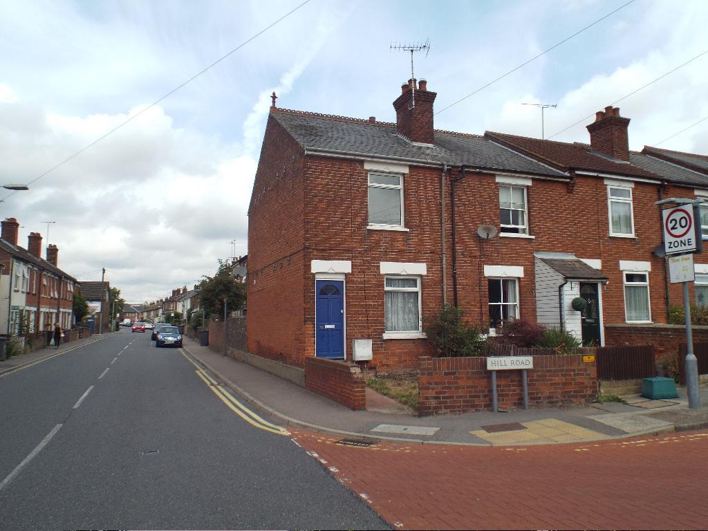 3 Bedrooms Semi Detached House for rent in Hill Road, Chelmsford