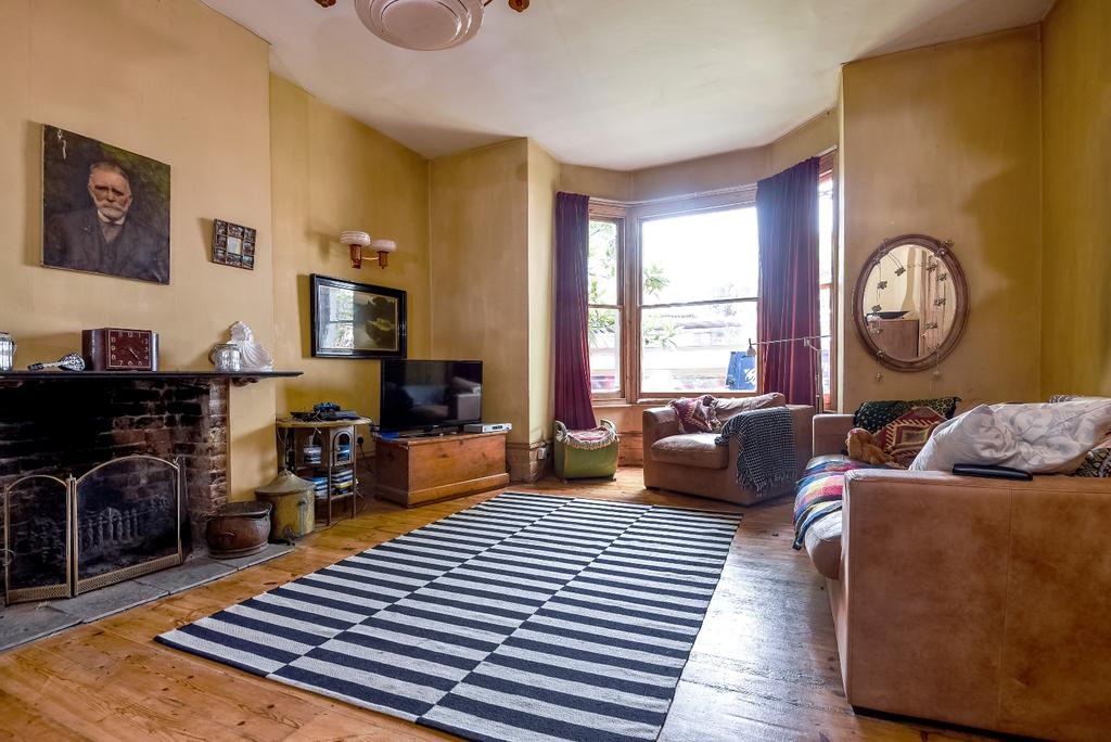 4 Bedrooms Terraced House for sale in Little Heath London SE7