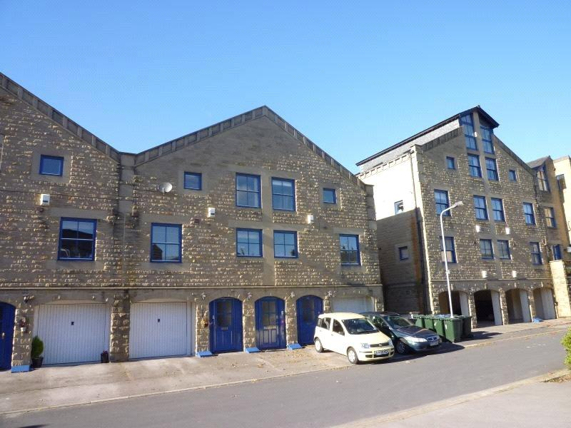 3 Bedrooms Town House for sale in The Locks, Bingley, West Yorkshire