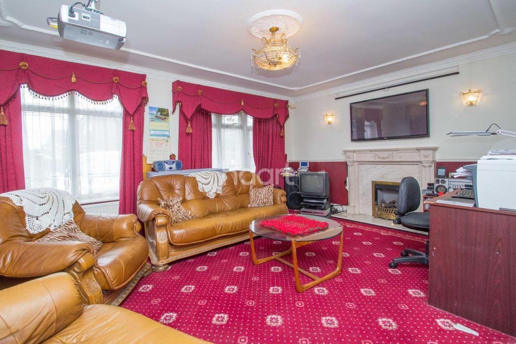 3 Bedrooms Detached House for sale in Benfleet