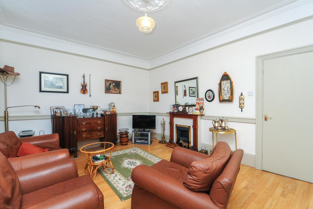 2 Bedrooms Flat for sale in Holly Park Road, Friern Barnet, N11