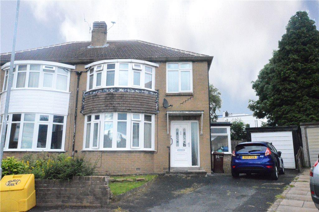3 Bedrooms Semi Detached House for sale in Carr Manor Place, Moortown, Leeds