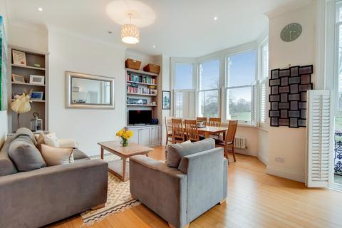 2 bedroom flat for sale - Clapham Common North Side, Battersea, London
