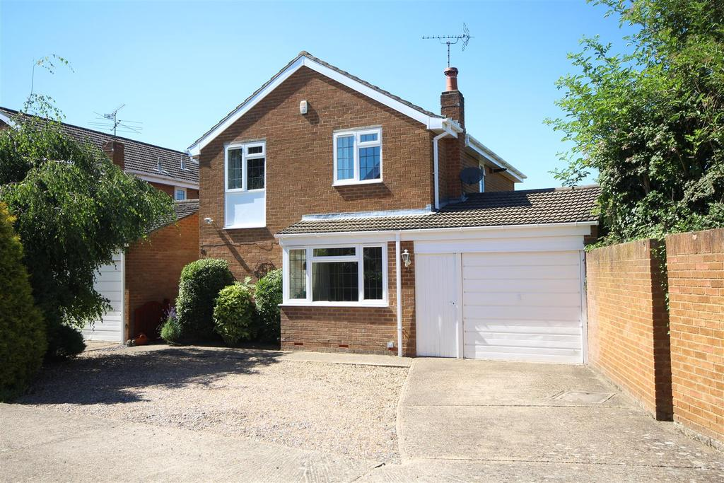 4 Bedrooms Detached House for sale in Broadwater Road, Twyford