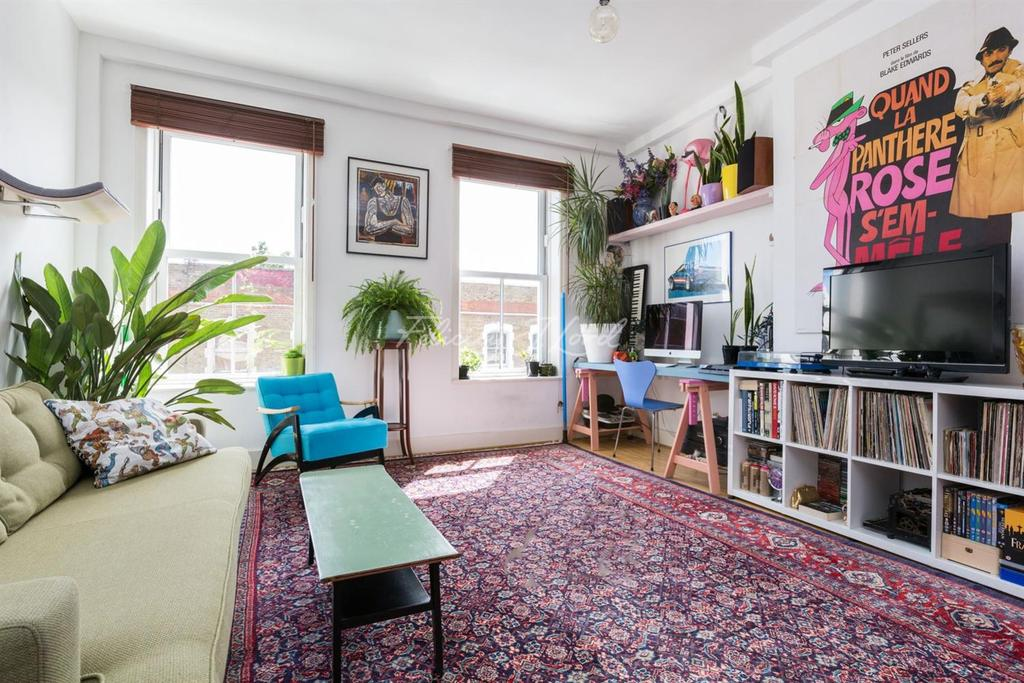 2 Bedrooms Flat for sale in Stoke Newington High Street, N16