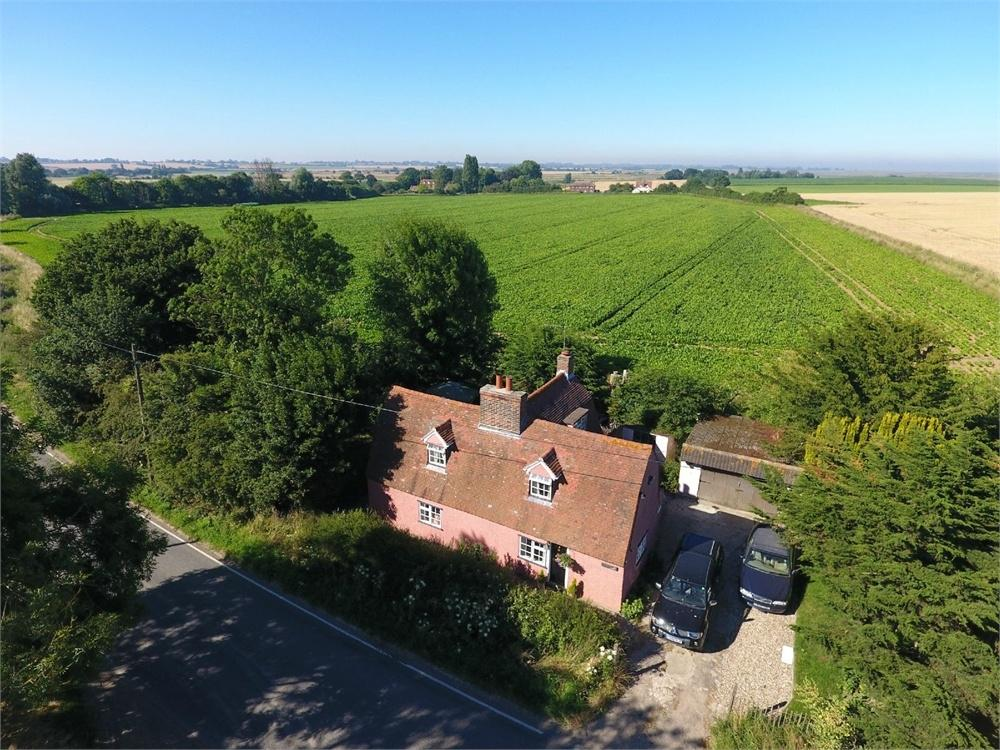 3 Bedrooms Cottage House for sale in Walton Road, THORPE-LE-SOKEN, Essex