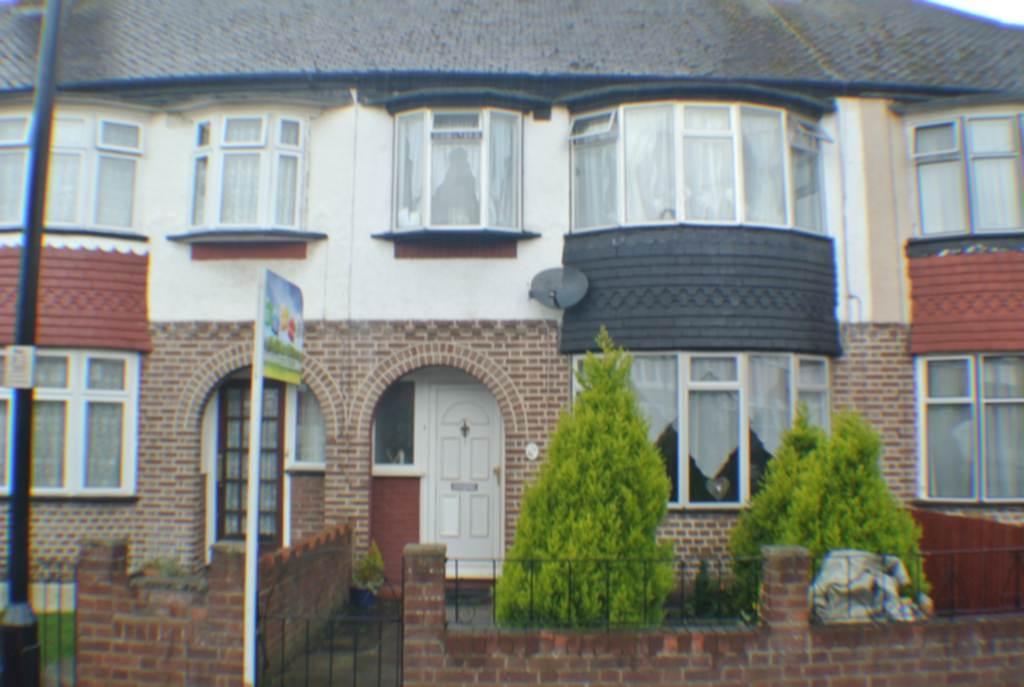 3 Bedrooms House for sale in Briar Crescent, Northolt, UB5