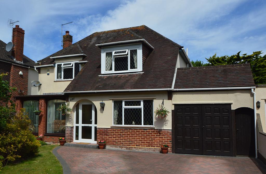 4 Bedrooms Detached House for sale in Queens Park Avenue, Queens Park, Bournemouth, BH8