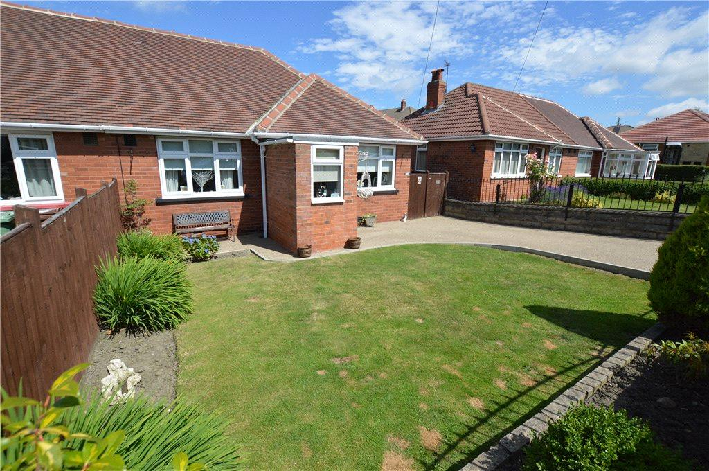 2 Bedrooms Semi Detached Bungalow for sale in New Templegate, Leeds