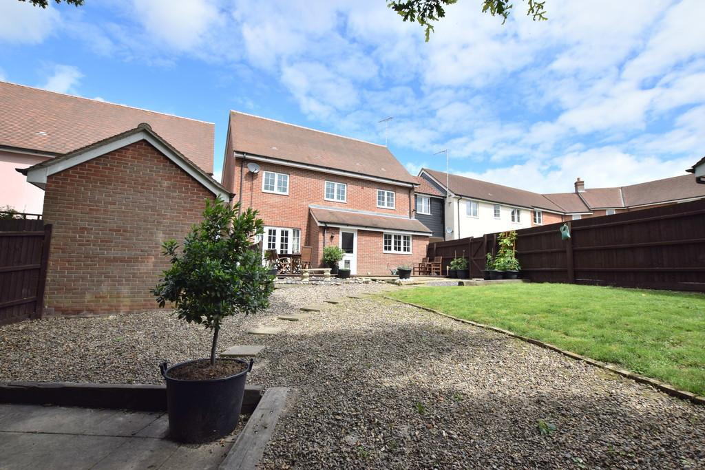 5 Bedrooms Link Detached House for sale in Dickenson Road, Colchester