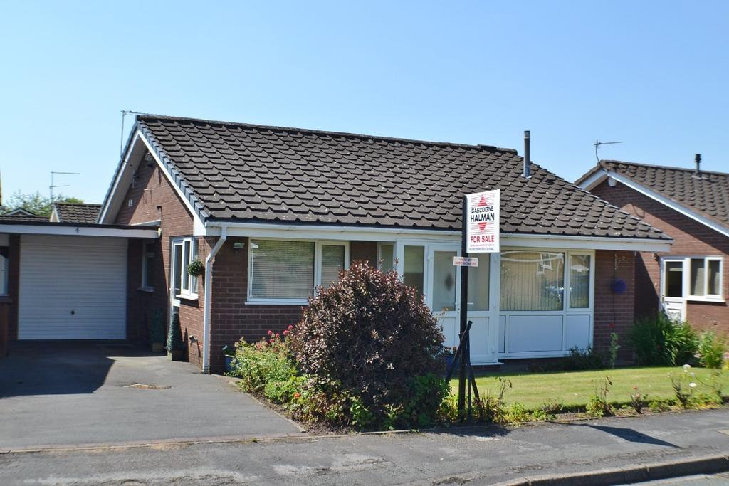 2 Bedrooms Detached Bungalow for sale in Capesthorne Close, Holmes Chapel
