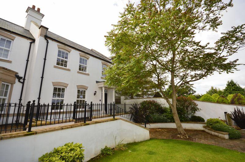 3 Bedrooms Town House for sale in Whitehall Gardens, Spital Bridge, Whitby