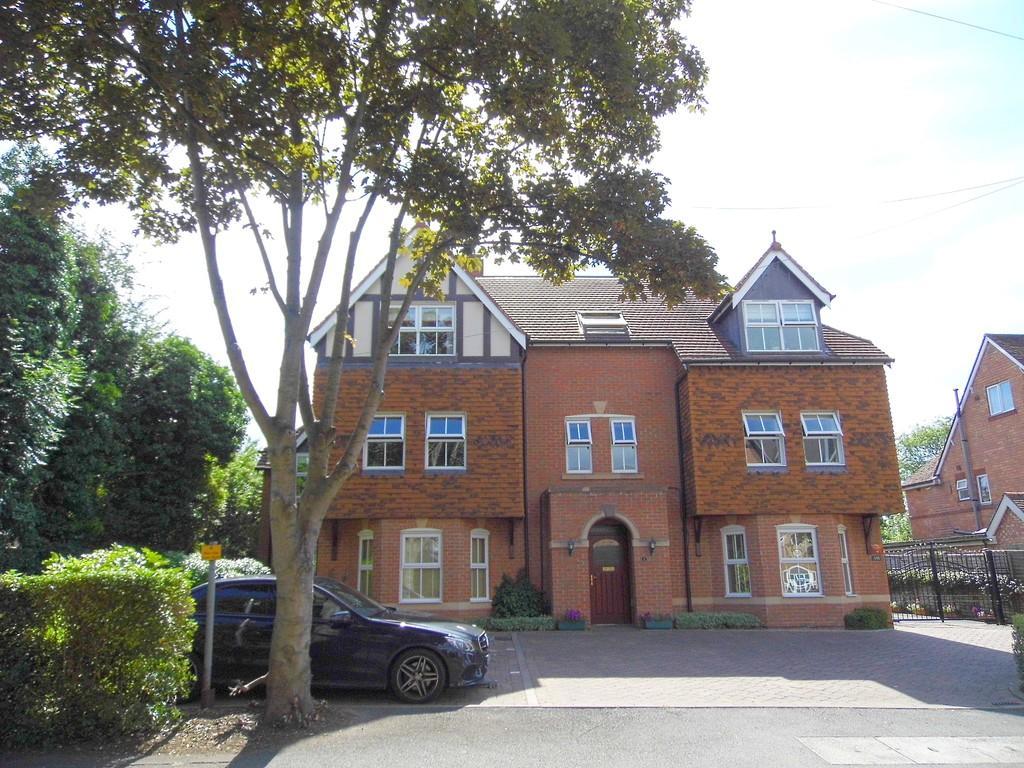 2 Bedrooms Penthouse Flat for sale in Station Road, Dorridge