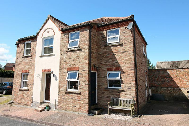 2 Bedrooms Semi Detached House for sale in Waterside, Ripon