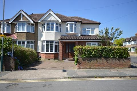 5 bedroom end of terrace house to rent - Woodlands Road,  Romford, RM1