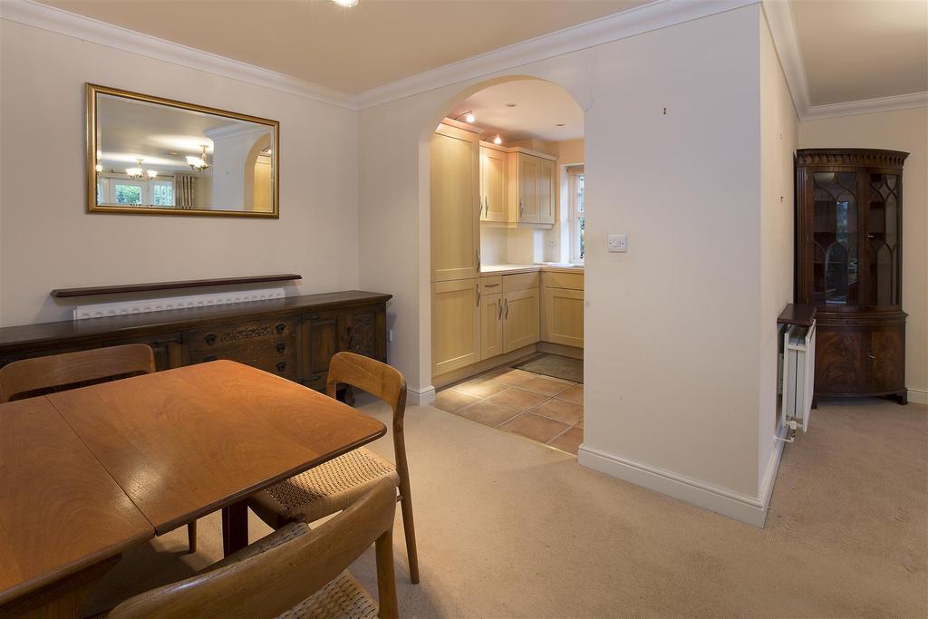 2 Bedrooms Flat for sale in Alexandra Mansions, Epsom, KT17