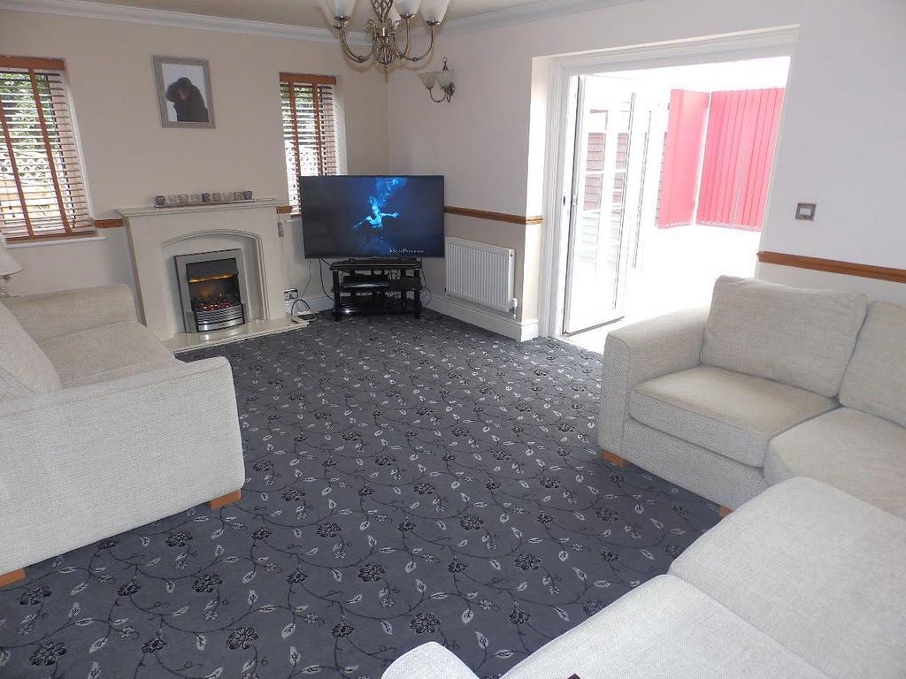 4 Bedrooms Detached House for sale in Gwellyn Avenue, Kinmel Bay,