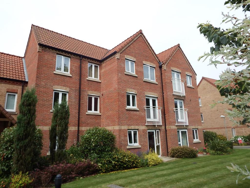 2 Bedrooms Flat for sale in Swallow Court, Spalding