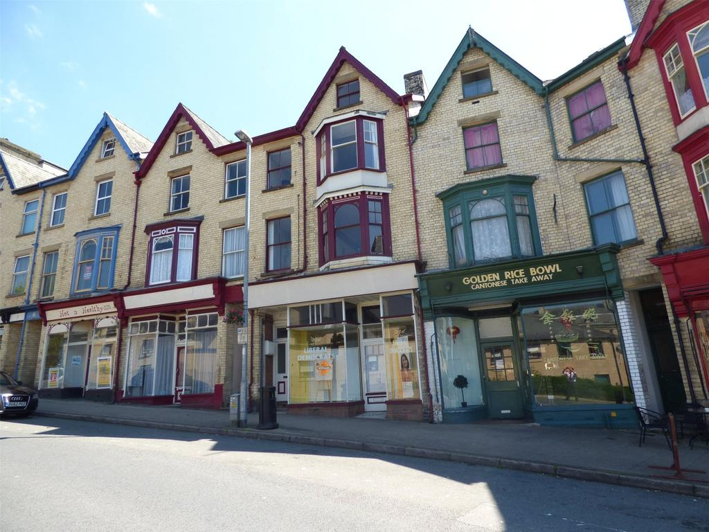 2 Bedrooms Apartment Flat for sale in Haselmere, Park Crescent, Llandrindod Wells, Powys
