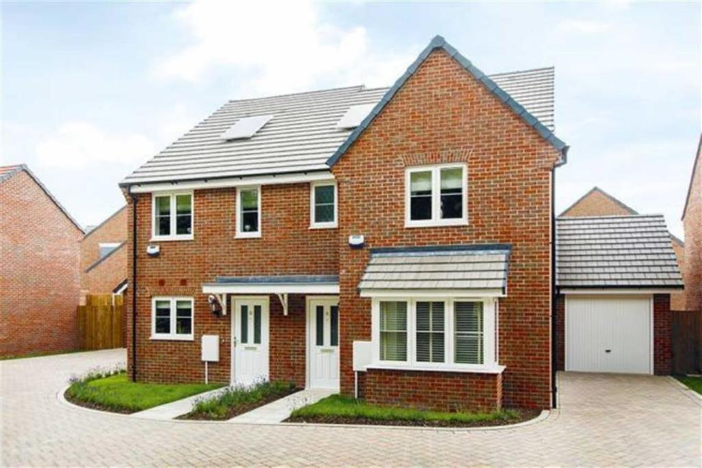2 Bedrooms Semi Detached House for sale in The Village, Buntingford