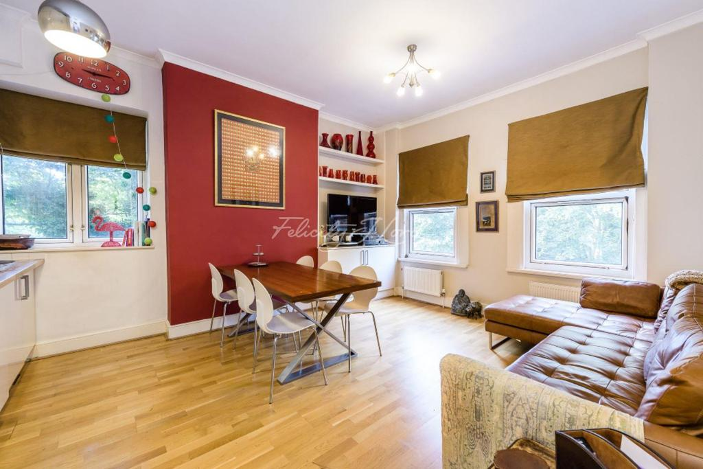 2 Bedrooms Flat for sale in Dukes Avenue, W4