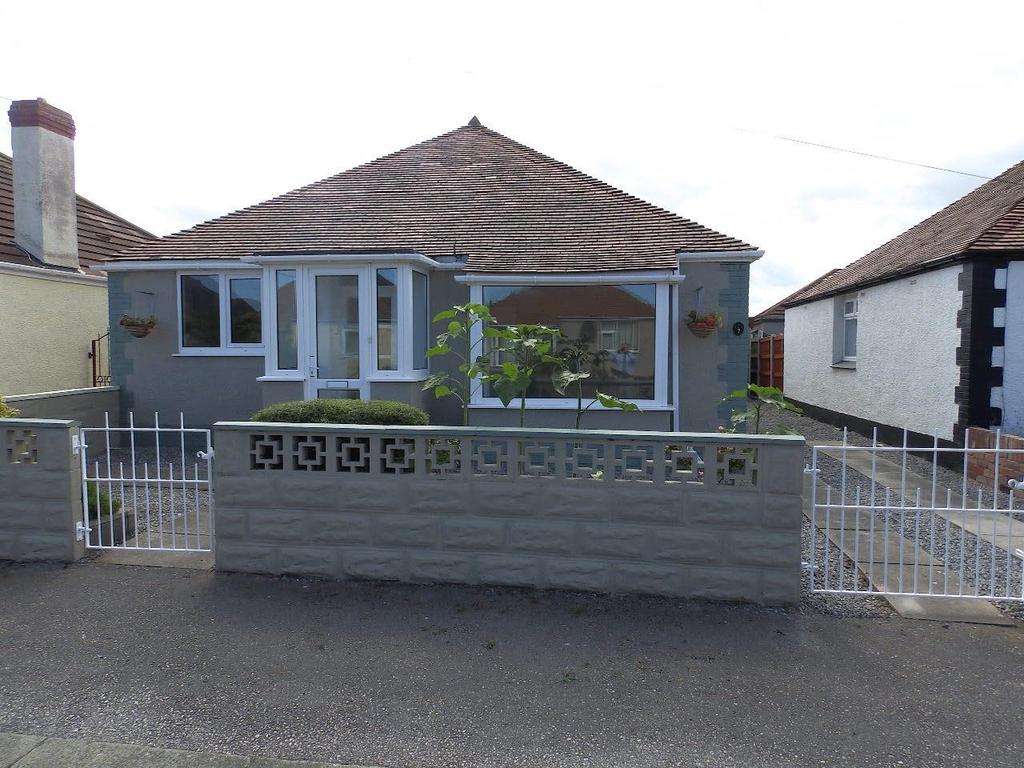 3 Bedrooms Detached Bungalow for sale in Oakwood Road, Rhyl