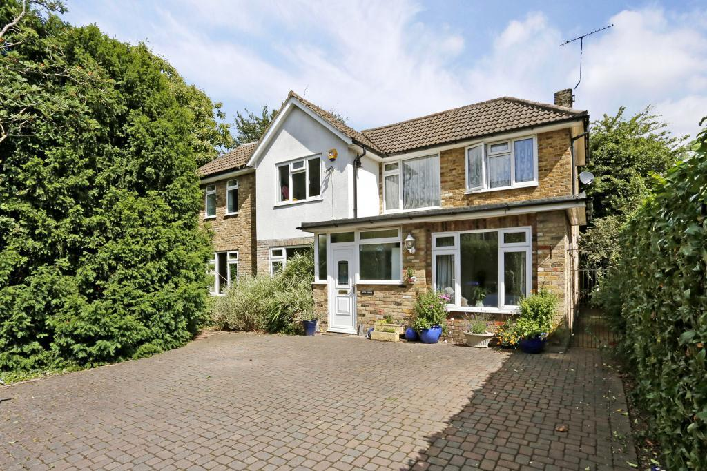5 Bedrooms Detached House for sale in Mayflower Way, Beaconsfield, Buckinghamshire, HP9