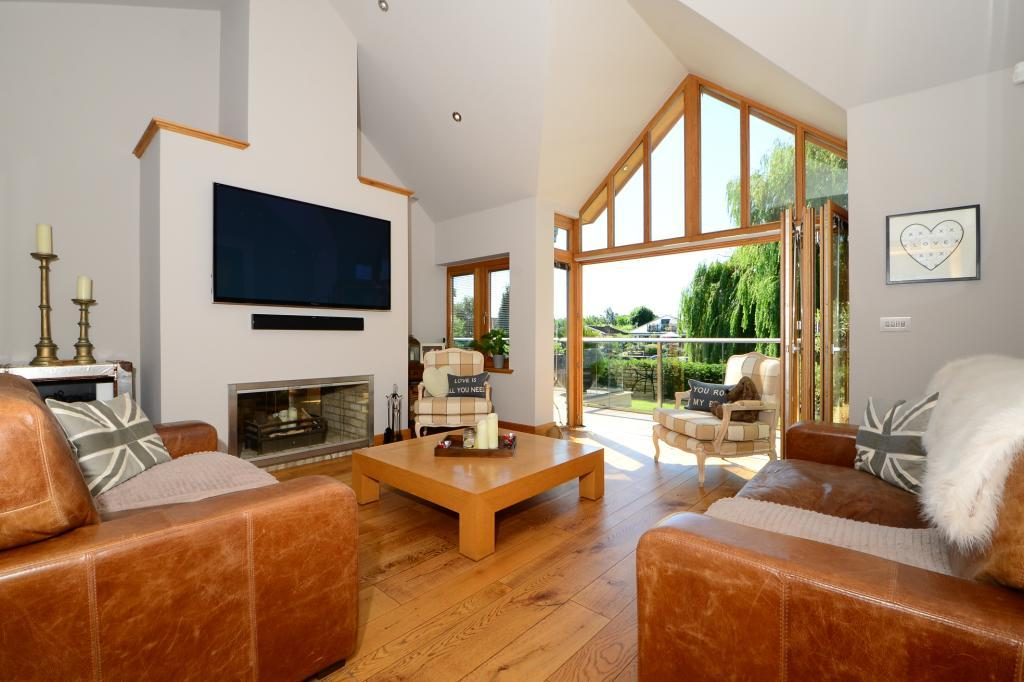 4 Bedrooms Detached Bungalow for sale in Towpath, Shepperton, Surrey, TW17