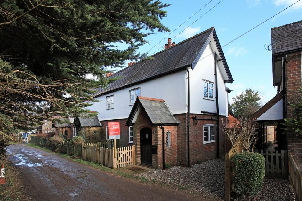 2 Bedrooms Cottage House for rent in Back Lane, Godden Green, Sevenoaks, TN15
