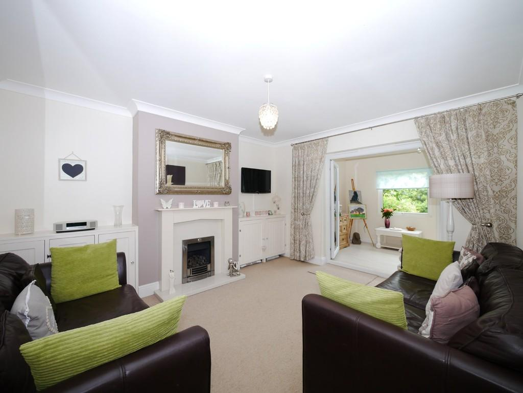 3 Bedrooms Semi Detached House for sale in Victoria Road, South Oulton Broad, Lowestoft