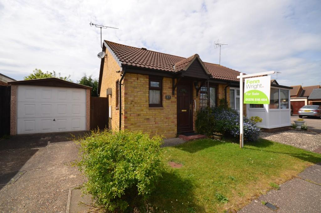 2 Bedrooms Semi Detached Bungalow for sale in Benton Close, Witham