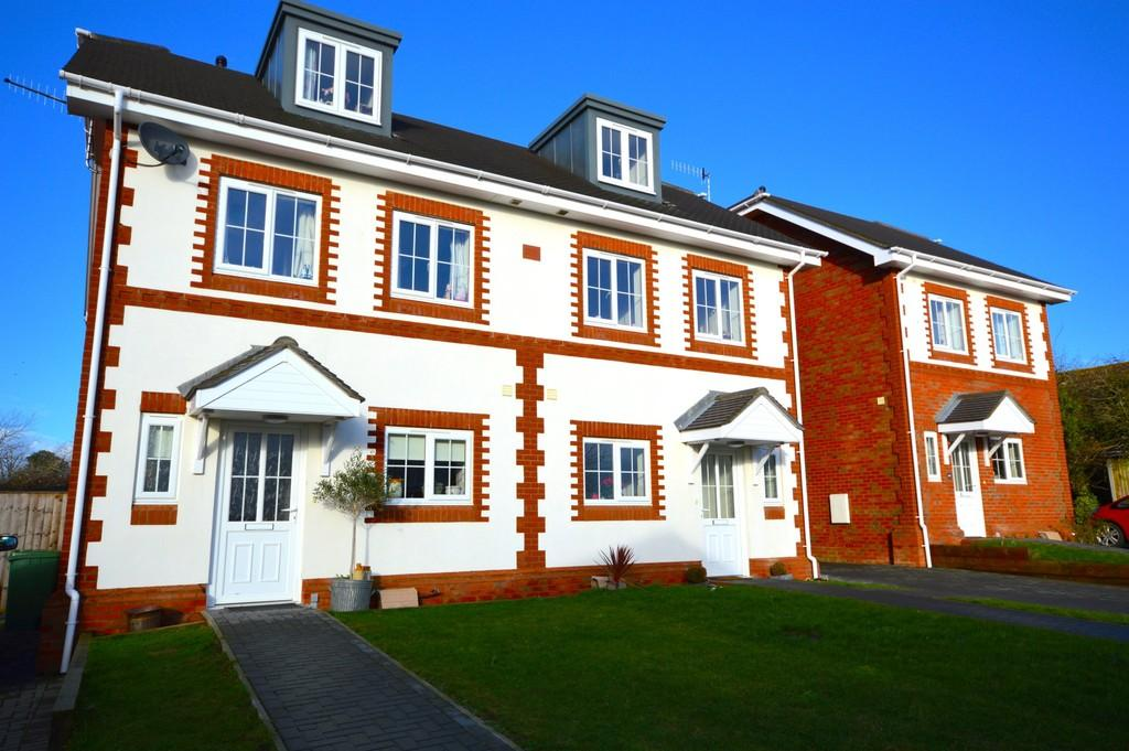 4 Bedrooms Semi Detached House for sale in Stonewood Gate, St. Helens