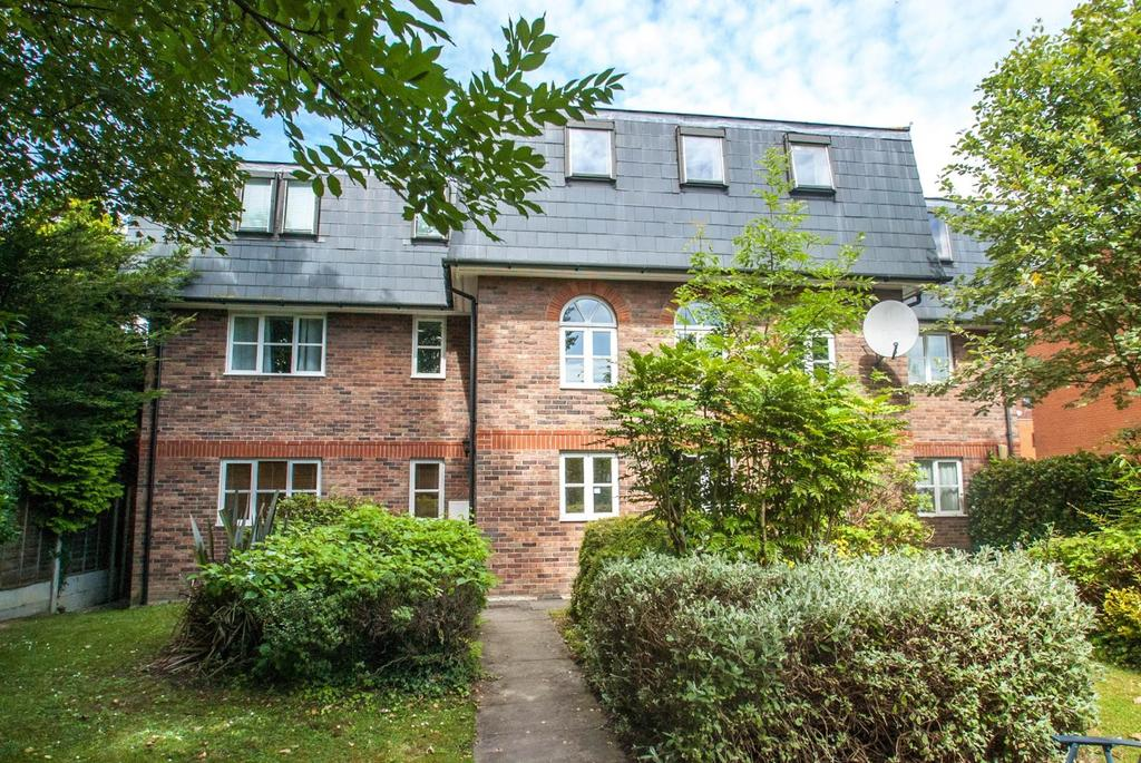 2 Bedrooms Apartment Flat for sale in Swallow Court, Gresham Close, Brentwood, Essex, CM14
