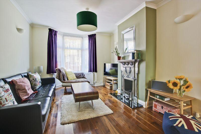 3 Bedrooms Terraced House for sale in Troughton Road, Charlton