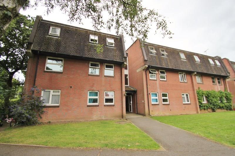 3 Bedrooms Flat for sale in Moorlands Road, West Moors, Ferndown