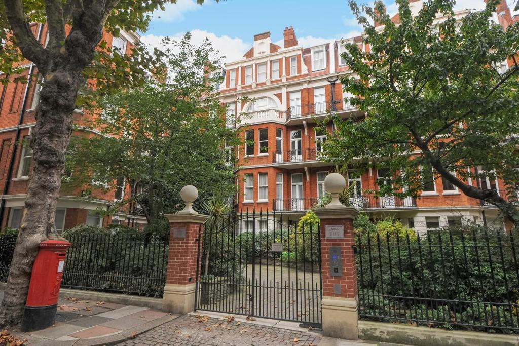 2 Bedrooms Flat for sale in Fitzgeorge Avenue, West Kensington, W14