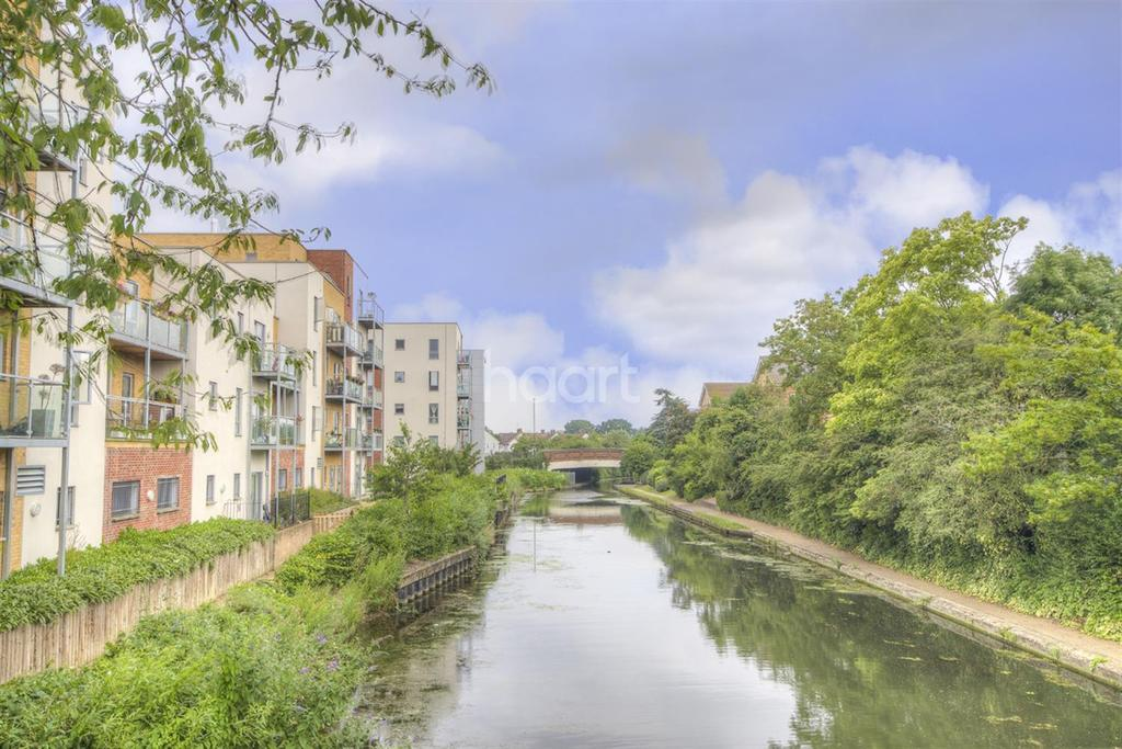 2 Bedrooms Flat for sale in Northolt