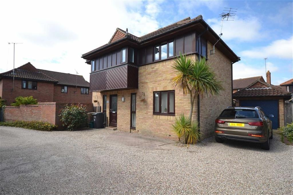 4 Bedrooms Detached House for sale in Pintolls, South Woodham Ferrers, Essex