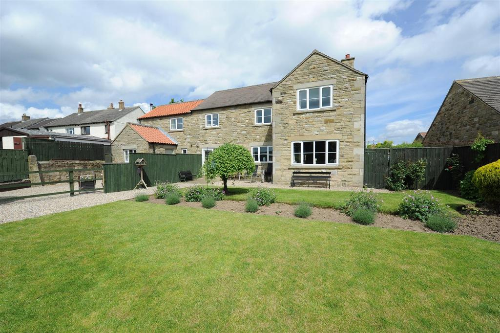 5 Bedrooms Detached House for sale in Hudswell
