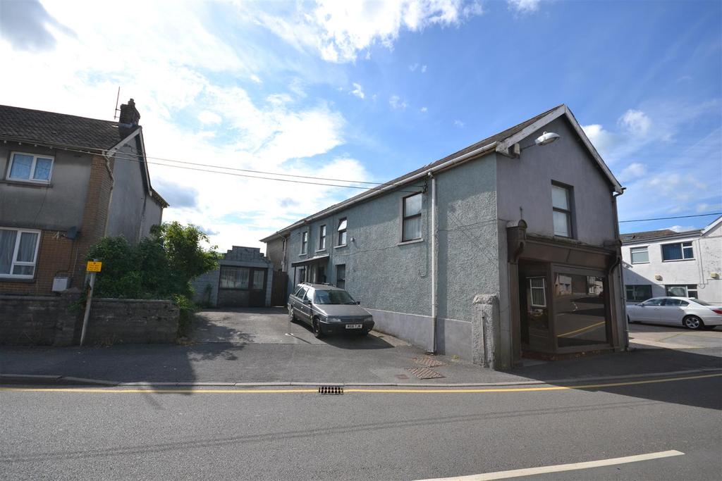 4 Bedrooms Detached House for sale in Station Road, St. Clears, Carmarthen