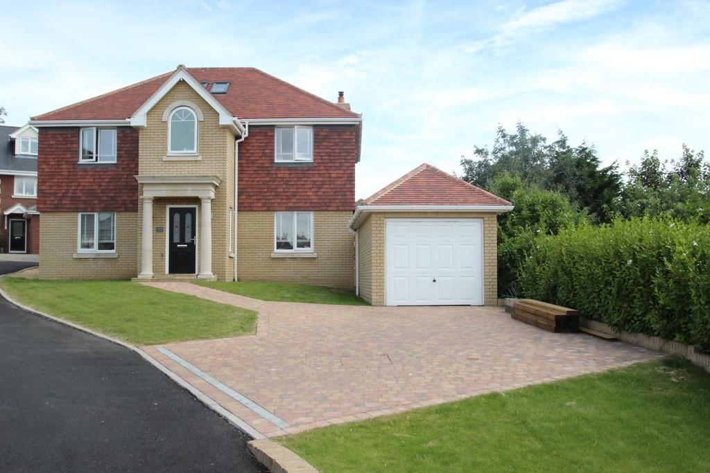 5 Bedrooms Detached House for sale in Magnolia Drive, Ryde