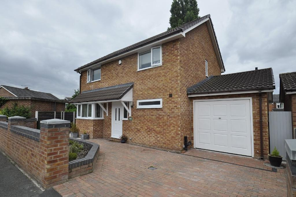 3 Bedrooms Detached House for sale in Lyncombe Close, Cheadle Hulme,