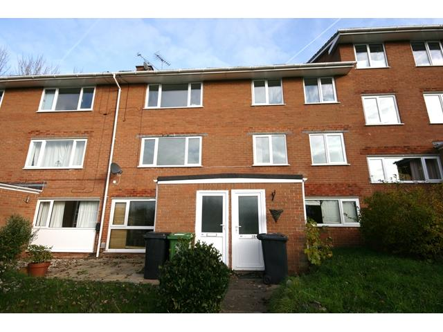 2 Bedrooms Flat for rent in Topsham - Spacious and well presented top floor flat