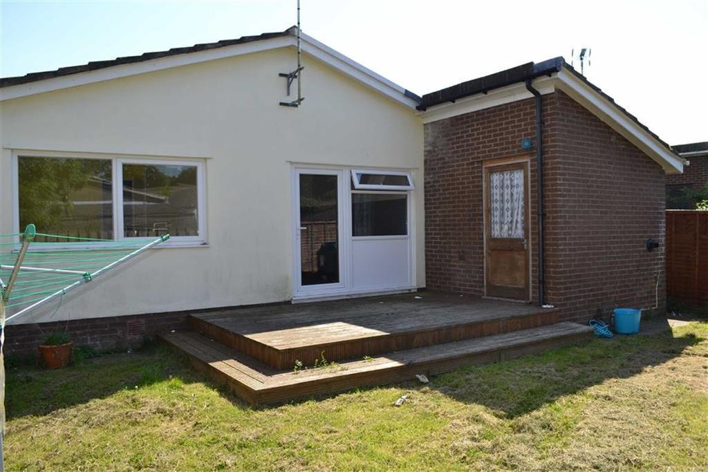 3 Bedrooms Detached Bungalow for sale in Pine Grove, Llanarth, Ceredigion