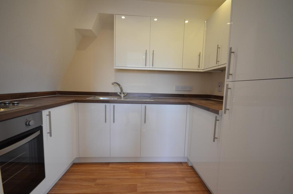 1 Bedroom Apartment Flat for sale in Bishops Court, Wolsey Road, Sunbury on Thames TW16