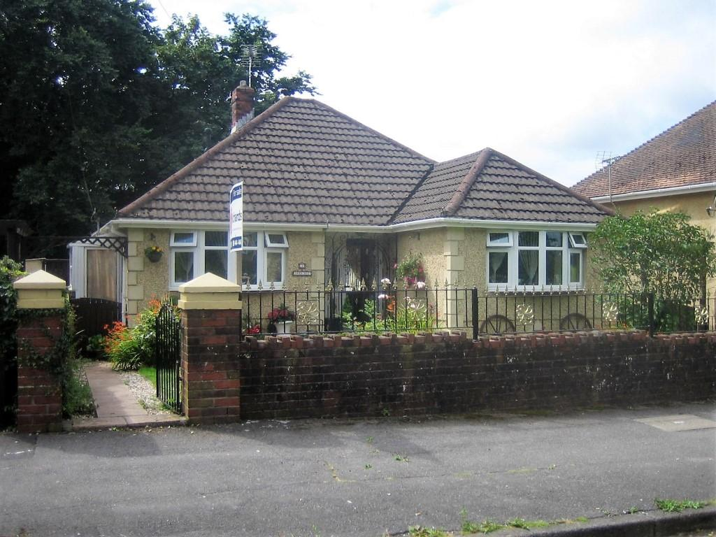 2 Bedrooms Bungalow for sale in Glebe Rd, Loughor