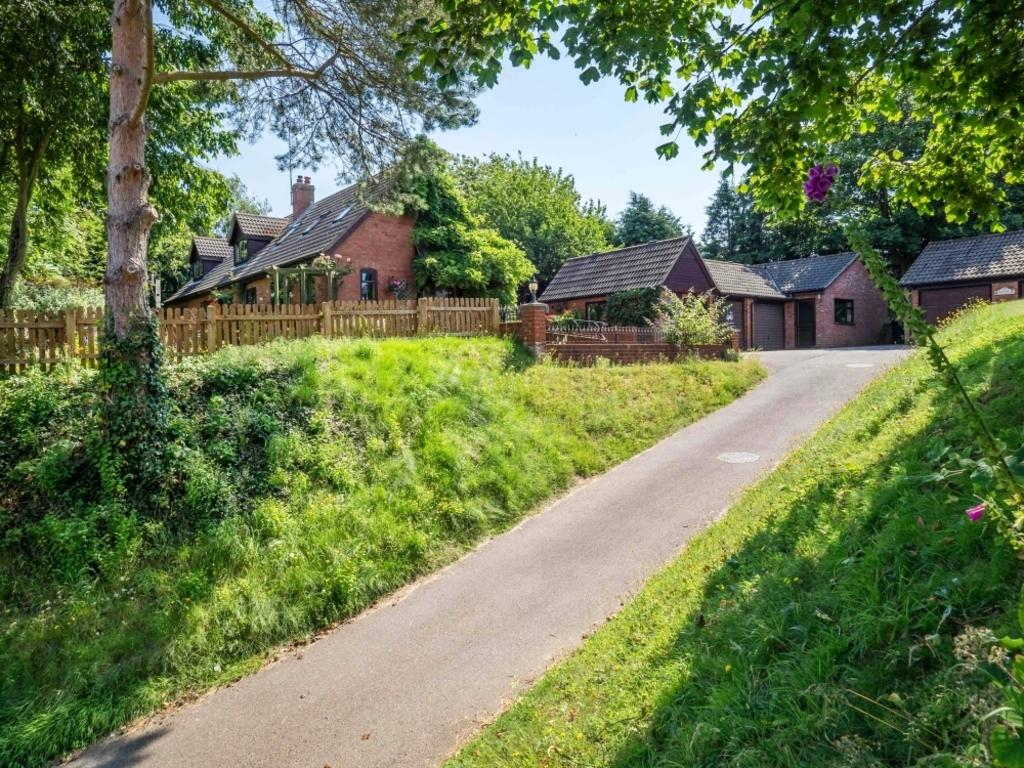 5 Bedrooms Chalet House for sale in Marshgate, North Walsham