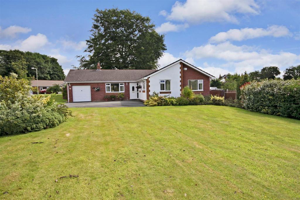 3 Bedrooms Detached Bungalow for sale in Telford Avenue, Chirk Bank, Chirk